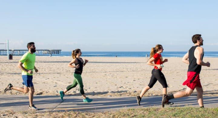 ¿Qué beneficios tiene correr con un equipo de running?
