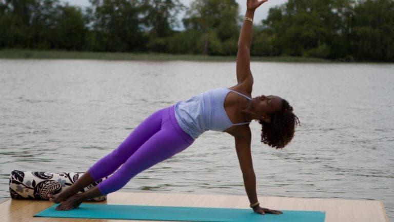 ¿Qué posturas de yoga endurecen el core?