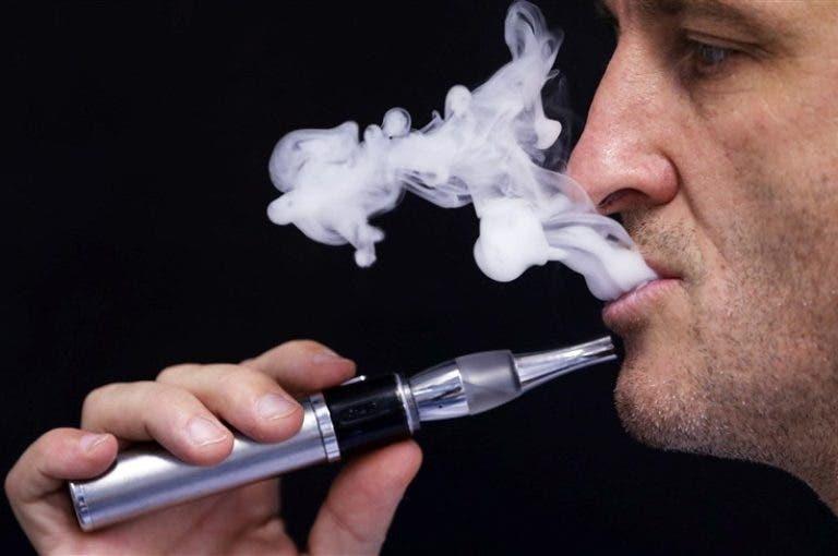Los cigarrillos electrónicos podrían causar la aparición de sibilancias