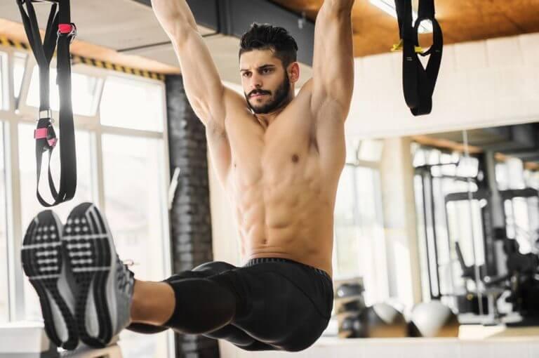 6 ejercicios abdominales verticales que fortalecerán tu core