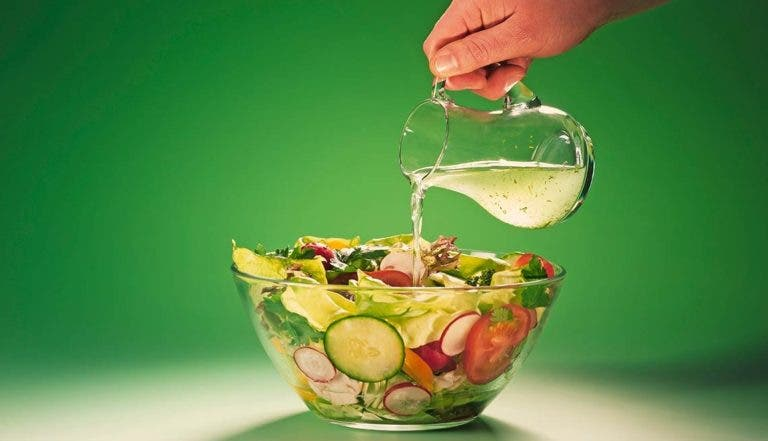 Aderezos saludables para ensaladas cetogénicas