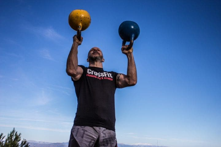 ¿Por qué realizar ejercicios de abdomen de pie?