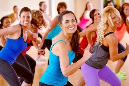 Clases de baile fitness para fortalecer las piernas