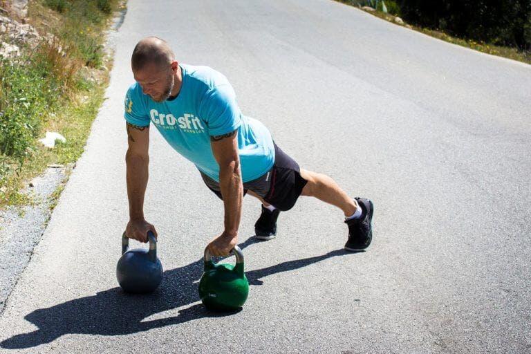 La rutina definitiva de ejercicios con kettlebell para quemar grasa