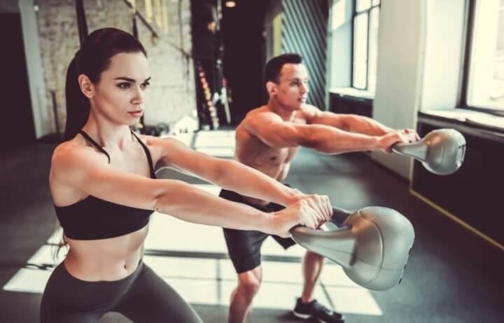 Rutina definitiva de ejercicios con kettlebell para perder grasa