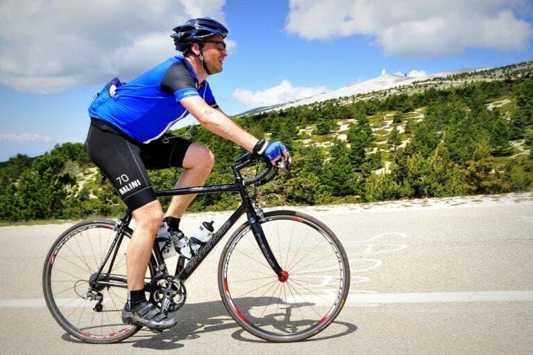 Cómo prevenir golpes de calor si usas bicicleta en verano