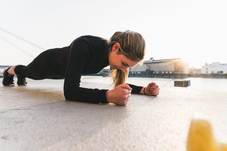 Desafío de planchas durante un mes que endurecerá tu core