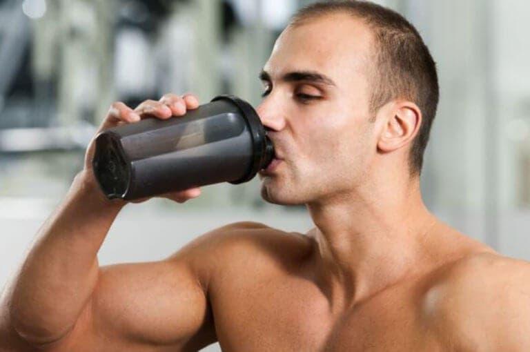 ¿cuánta masa muscular puede ganar un levantador de pesas novato?