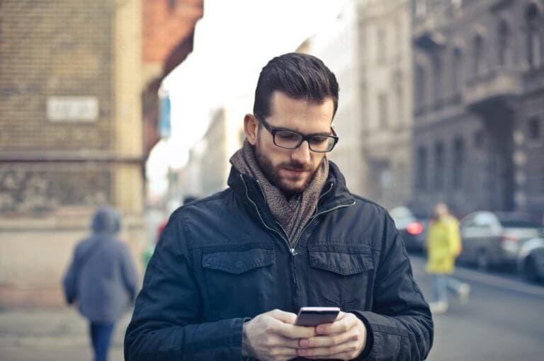 Mirar tu teléfono móvil constantemente acorta literalmente tu vida