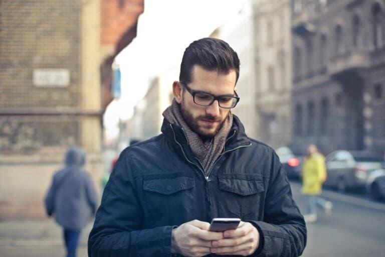 Mirar tu teléfono todo el rato acorta literalmente tu vida