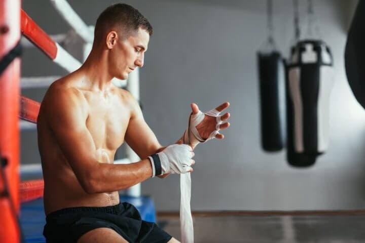 Pasos para vendarse las manos antes de boxear