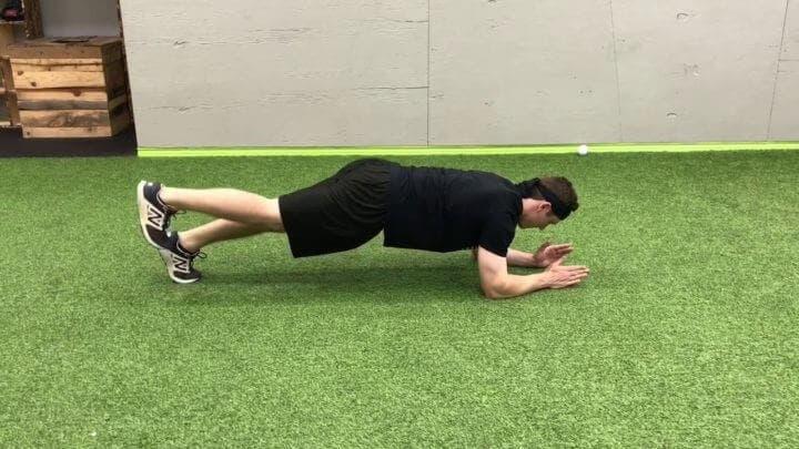 Plancha en movimiento para ejercitar el core en casa