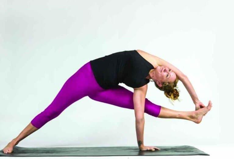 Poses de yoga que te ayudarán a quemar calorías