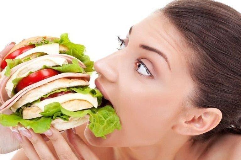 3 cosas que te pueden ocurrir si comes demasiado rápido
