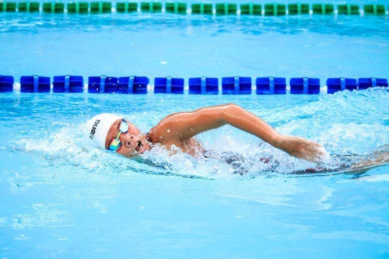 Cómo empezar a nadar si nunca lo has hecho antes