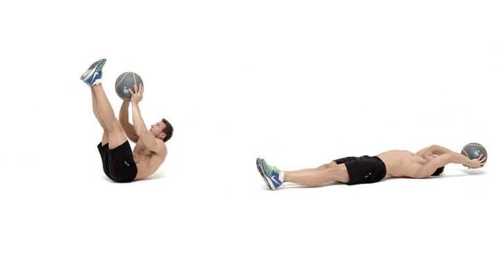 Crunch con balón medicinal para fortalecer el core