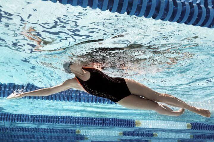 Cómo comenzar a nadar si nunca lo has hecho antes