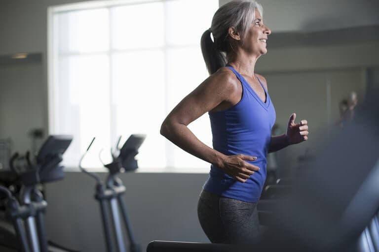 El entrenamiento a intervalos puede retrasar el envejecimiento en mujeres