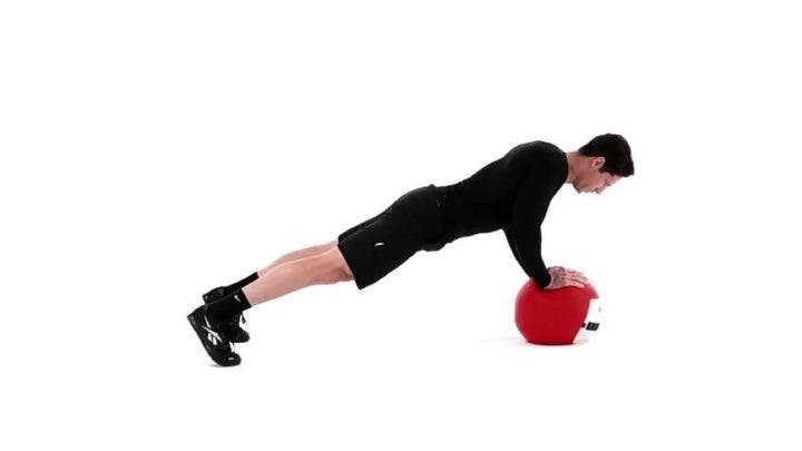 Fortalecimiento del core con flexiones para triceps