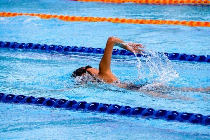 Cómo nadar el estilo libre por primera vez