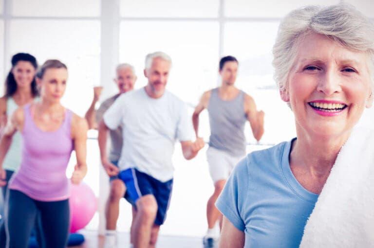 5 rutinas para mejorar la fuerza y movilidad a partir de los 60 años
