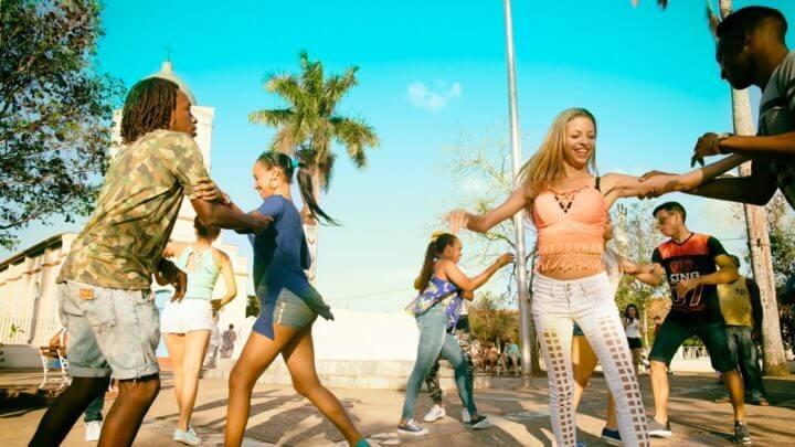 Aprovechar cada momento libre para bailar
