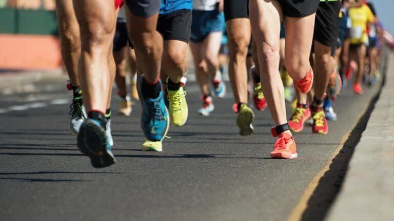Qué debes llevar al correr una media maratón