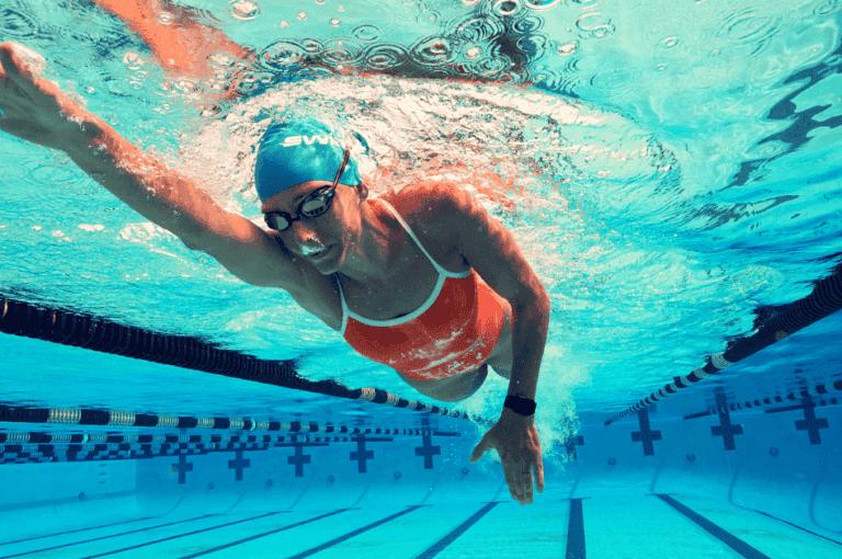 Las brazadas más fáciles y las más duras para tus rutinas de natación