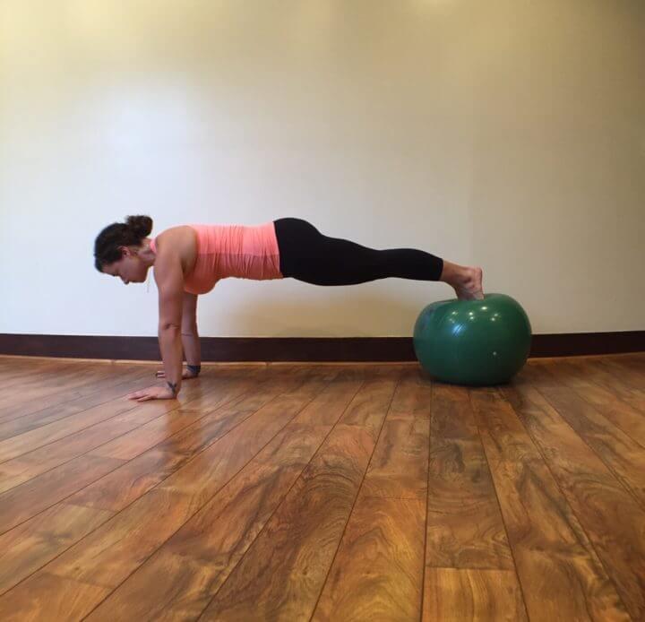 Ejercicios de core con balón de ejercicio