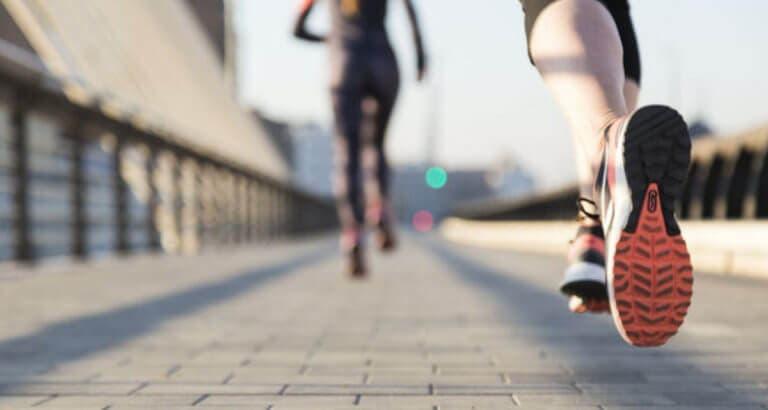 ¿Cómo se limita la resistencia física?