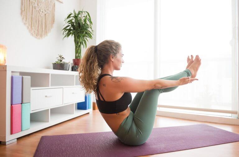 Maneras de hacer Bikram yoga en casa