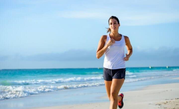 Quemar más calorías corriendo por la playa