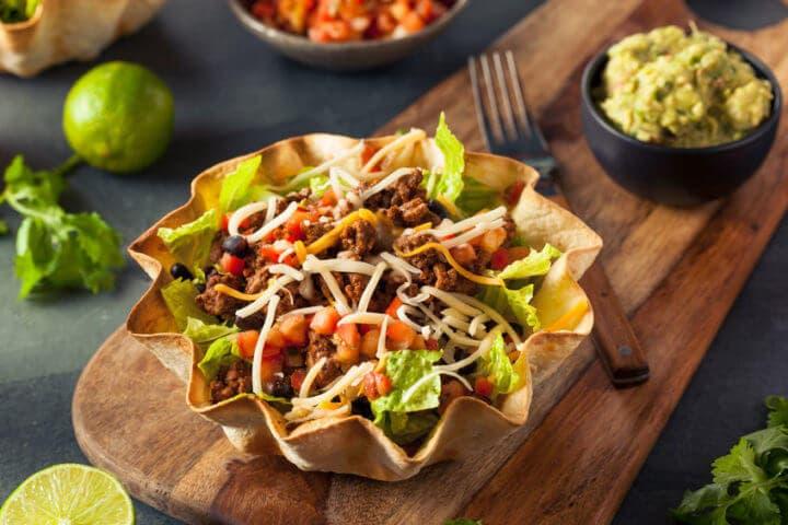 Cómo preparar una ensaladas de tacos cetogénica