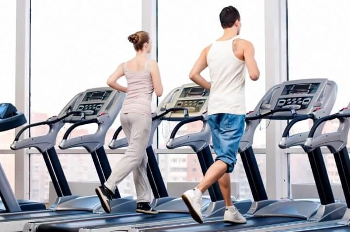 Cómo hacer entrenamientos HIIT en la cinta de correr