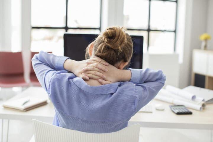 Dolor causado por una mala postura frente al ordenador