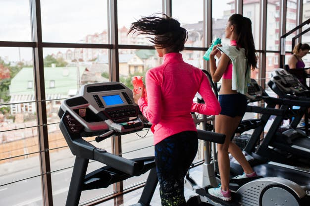 Cómo realizar entrenamientos HIIT en la cinta de correr