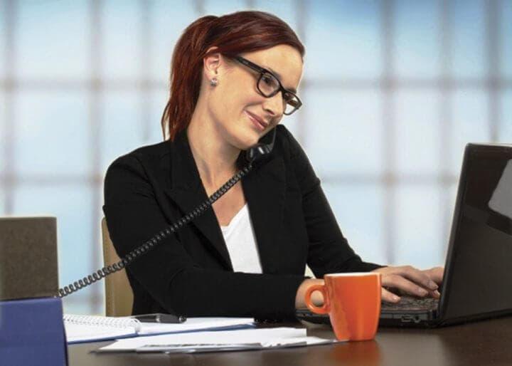 Problemas de acunar el teléfono contra la oreja mientras trabajas
