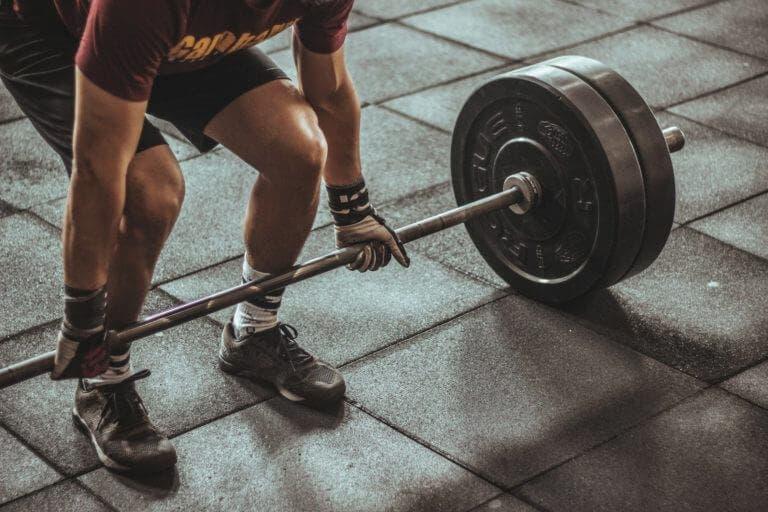 Peso muerto para fortalecer las piernas