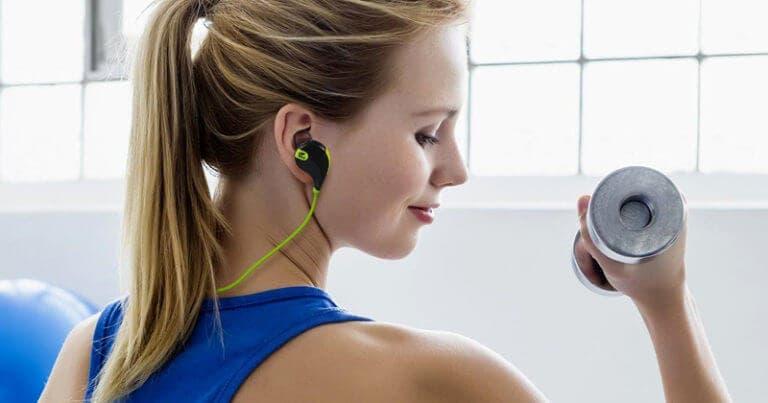 La seguridad de entrenar con auriculares aislantes de sonido