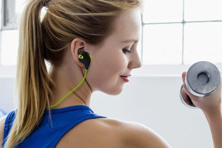 ¿es seguro entrenar con auriculares aislantes del ruido?