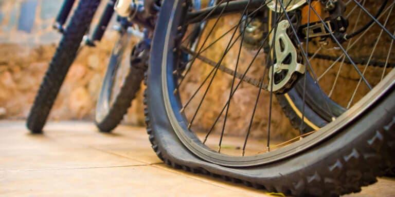 Cómo reparar un neumático de bicicleta