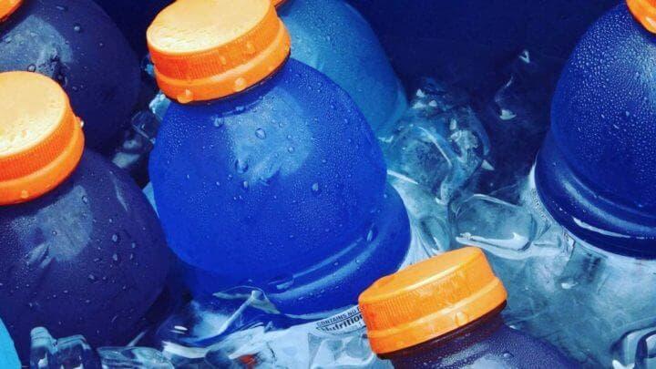 Las ventajas y desventajas de las bebidas deportivas