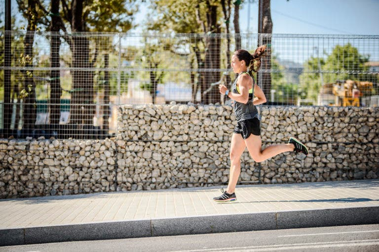 Cómo mejorar tu ritmo corriendo más despacio