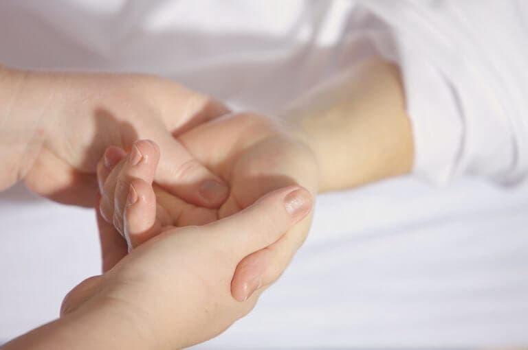 2 ejercicios para lidiar con el dolor de muñeca persistente