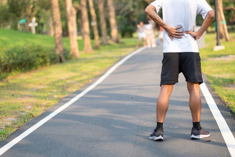 ¿Por qué duele la espalda después de correr?