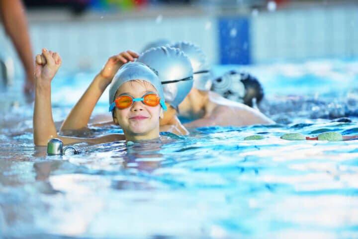 Beneficios para niños de unirse al club de natación