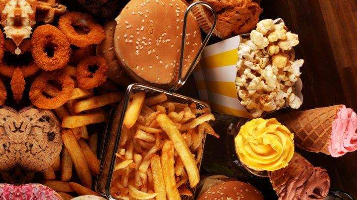 Consecuencias de comer comida basura para ganar músculo