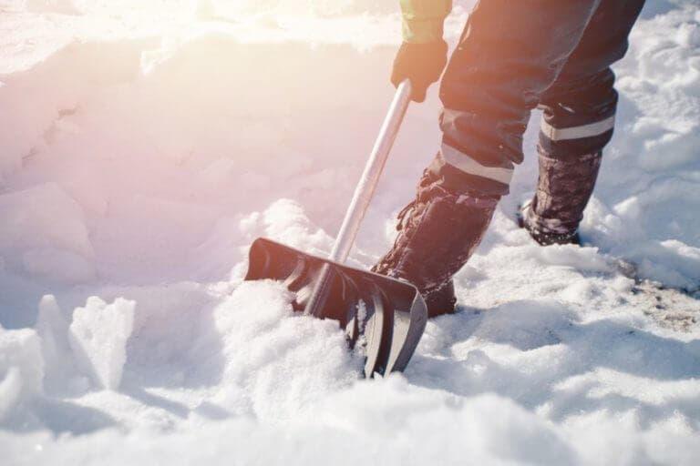 Las calorías que puedes quemar sacando nieve