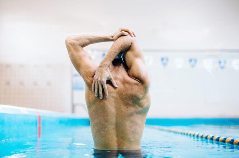 4 ejercicios para calentar antes de ejecutar tu entrenamiento de natación