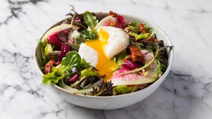 Ensalada de huevo ideal para una dieta cetogénica